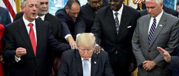 Trump Hina Para Pemimpin Kristen, Sebut Mereka Penipu