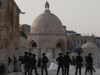 Israel Cegah Ratusan Warga Palestina Shalat Jumat di Masjidil Aqsha