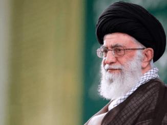 Ayatullah Khamenei Larang Impor Vaksin dari AS atau Inggris