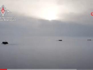 3 Kapal Selam Nuklir Rusia Muncul Bersamaan dari Bawah ES