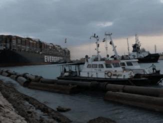 Kapal Kandas di Terusan Suez Berhasil Ditarik