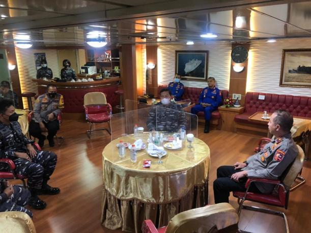 Ditpolairud Polda Jatim Turut Serta Dalam Pencarian KRI Nanggala-402 di Perairan Bali