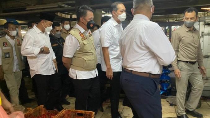 Menteri Perdagangan Pantau Harga dan Stok Pangan di Pasar Wonokromo, Kaget Harga Stabil
