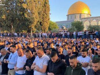 Tak Gubris Ancaman Israel, 100 Ribu Warga Gaza Shalat Id di Halaman Masjidil Aqsha