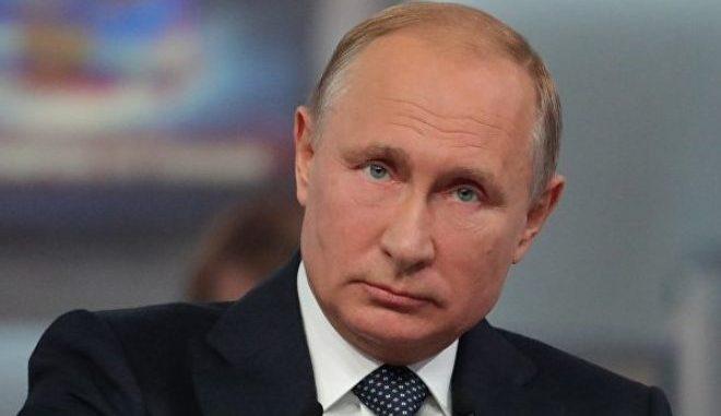 Putin Kecam Larangan 'Bermotivasi Politik' pada Vaksin Rusia