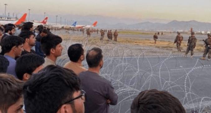 Pasukan AS Peras Warga Afghanistan yang Ingin Dievakuasi