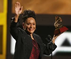 Omara, que en estos días actuó en escenarios de Estados Unidos,  en momentos en que recibé el premio