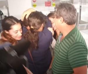 RETGENIDOS CUBANOS EN AEROPUERTO DE MIAMI