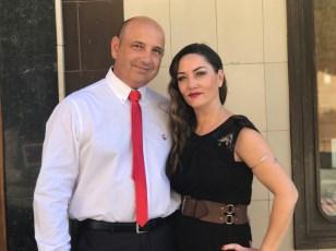 El guiño que quiso hacer mi marido llevando corbata y pañuelo en la americana de color rojo , para combinar con mis complementos, fue un detalle muy bonito.
