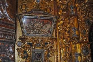 Reliquias en el interior de la Basílica de San Juan de Dios