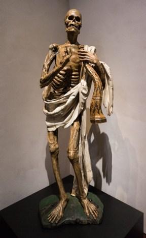 Escultura de esqueleto en el Museo Nacional de Escultura (Valladolid)