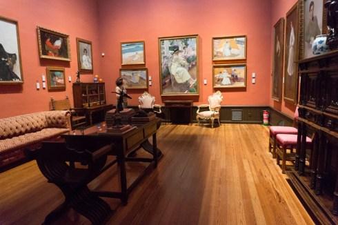 Sala del museo Sorolla con varios retratos de la familia del artista.