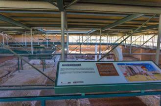 Vista general de la Casa de Hippolytus y panel informativo