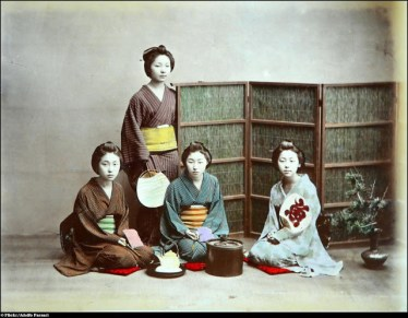 Old Colour Photos of Japan in 1886 by Adolfo Farsari (17)