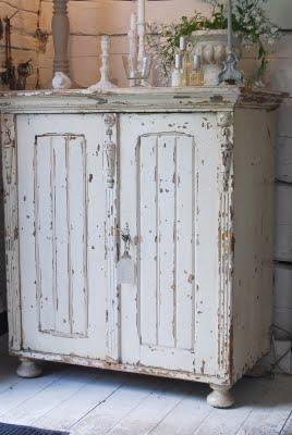 Come rimuovere la pittura da un mobile per un restauro shabby - Anticare un mobile ...
