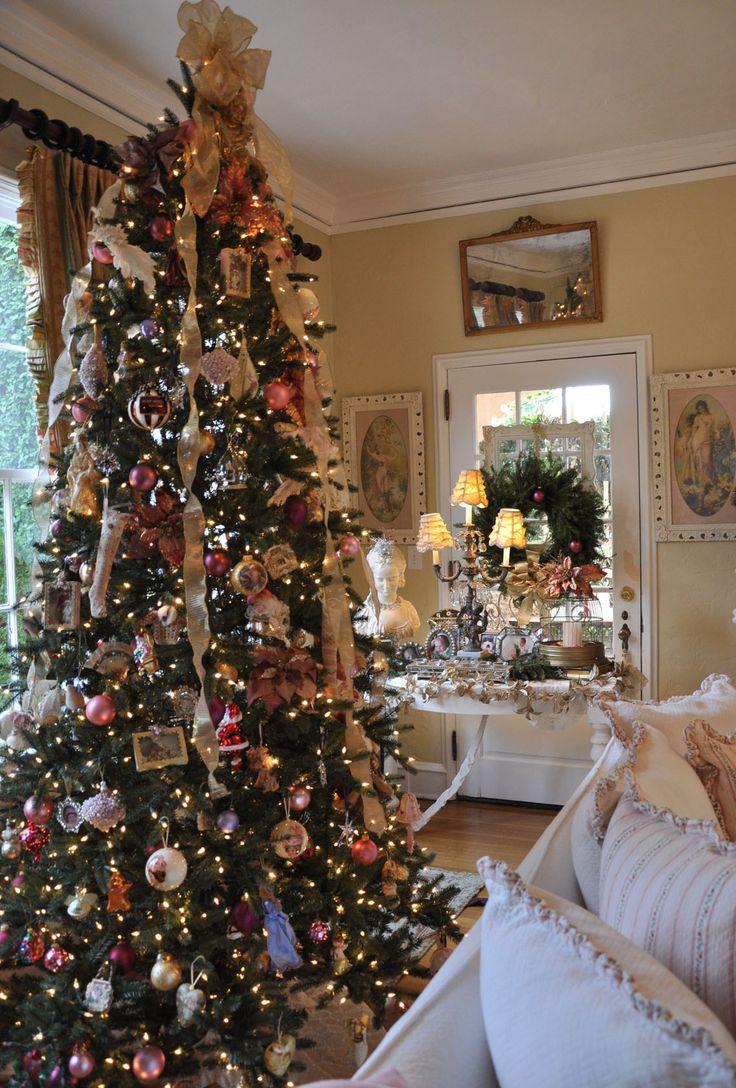 Un idea sarebbe creare una bella composizione di specchi per creare un bellissimo e particolare effetto su una parete di casa. Albero Di Natale Shabby Ecco Come Addobbarlo