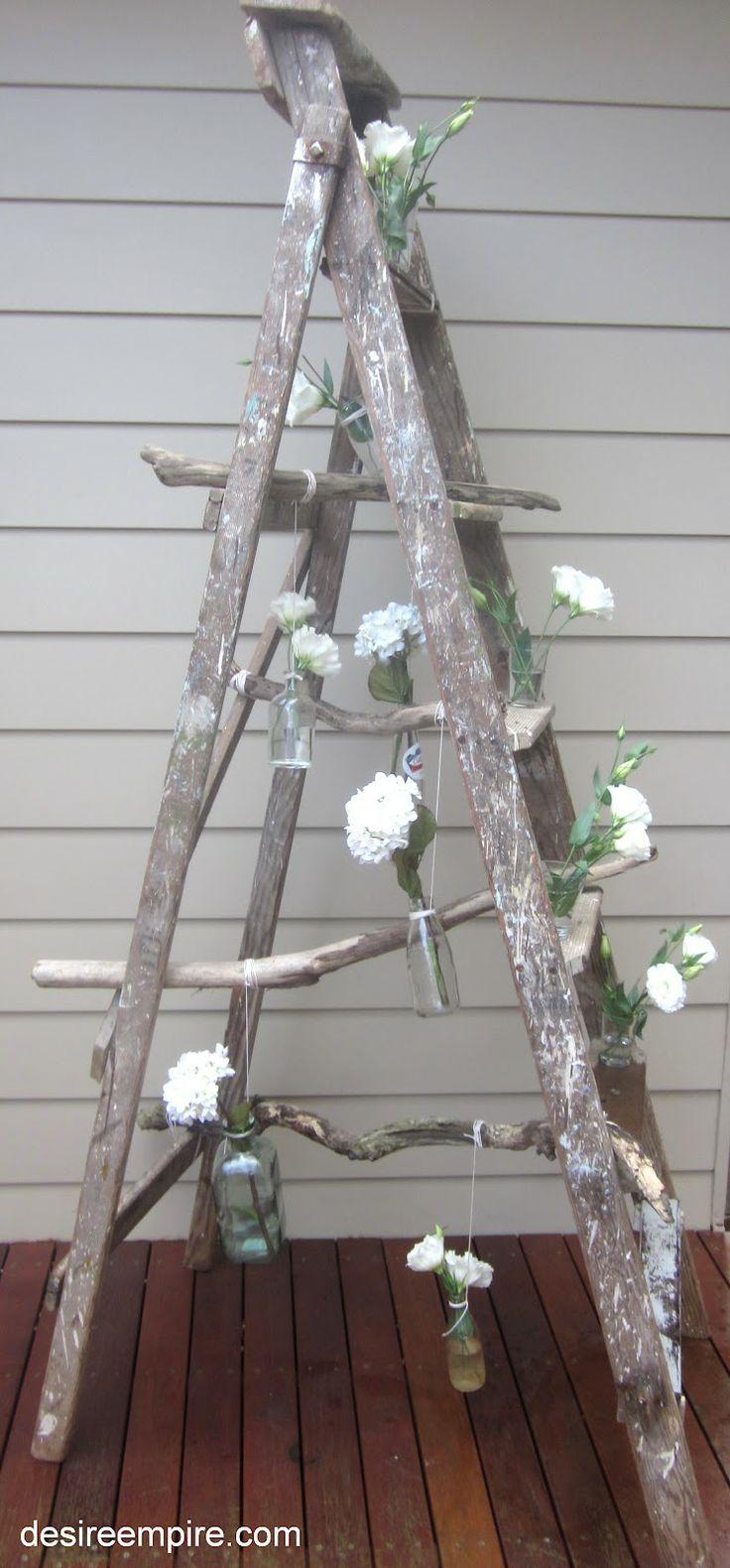 Scala in legno in stile shabby: i suoi mille usi grazie al riciclo