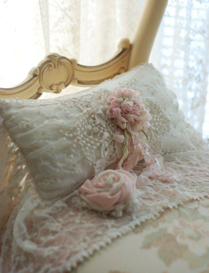 Pizzo e tulle idee romantiche per una casa shabby foto for Cuscini shabby chic on line