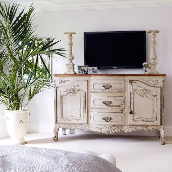 Camere shabby chic le 15 cose che non devono mancare - Mobile tv camera da letto ...