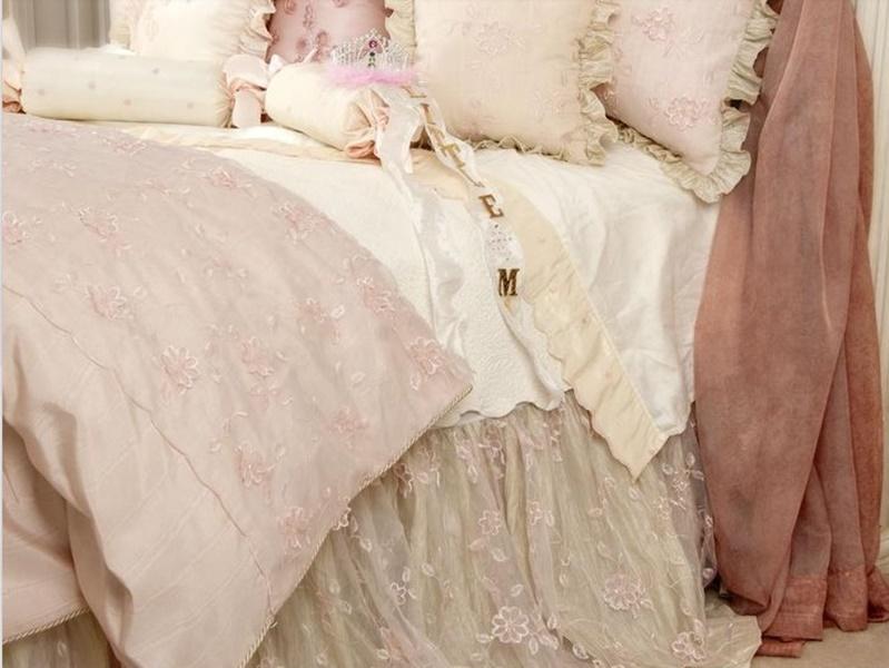 Piumoni matrimoniali per un letto shabby chic 25 modelli