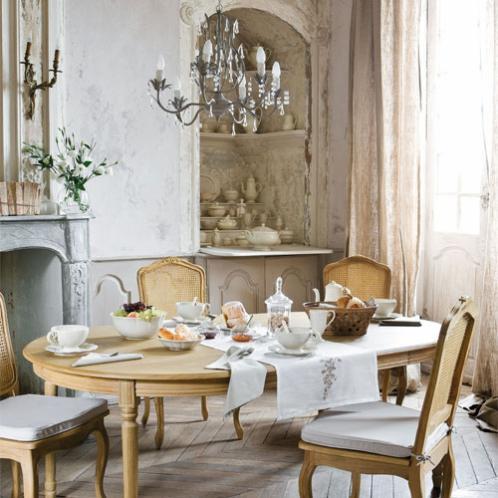 Cucina maison du monde lampadario su tavola da pranzo for Tavola da pranzo