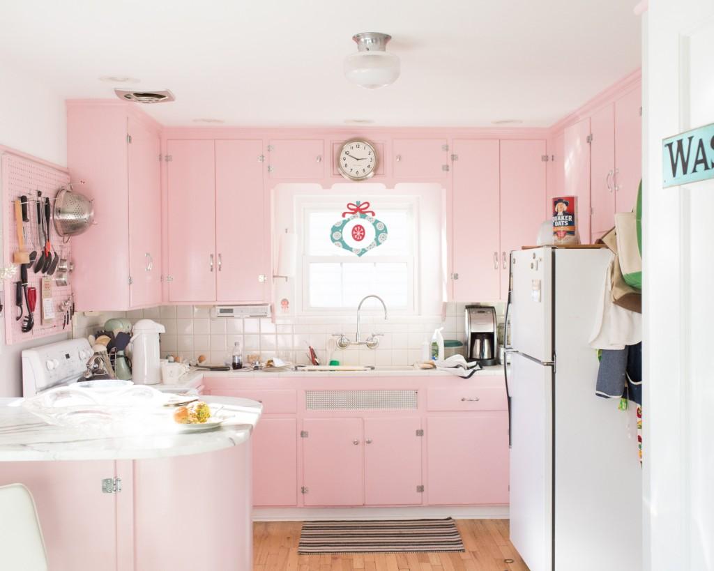 cucina pastello rosa con mobili lucidi  Arredamento Shabby