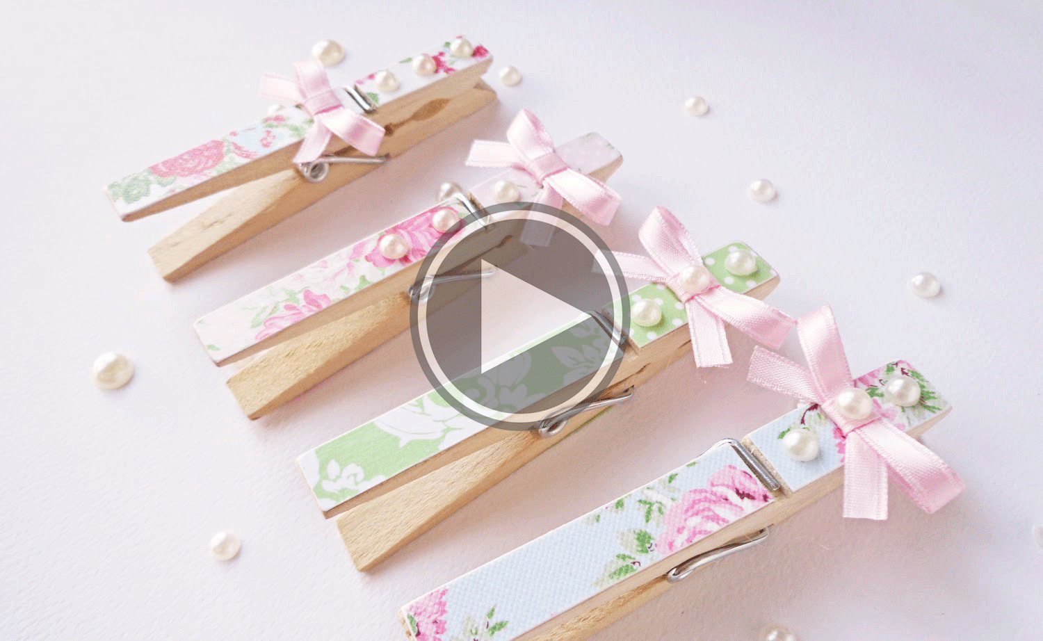 Come decorare le mollette di legno in stile shabby chic for Decorare stanza shabby chic