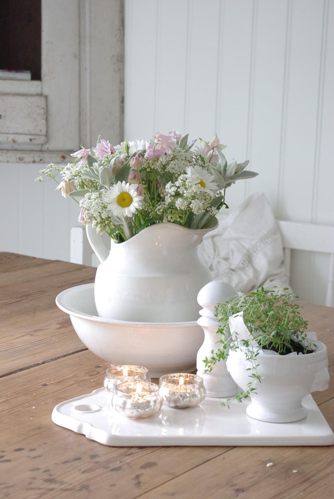 fiori di campo e vaso bianco  Arredamento Shabby