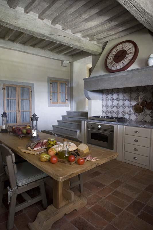 Casa provenzale in italia l 39 arredamento curato da lionetti for Arredamento stile country provenzale
