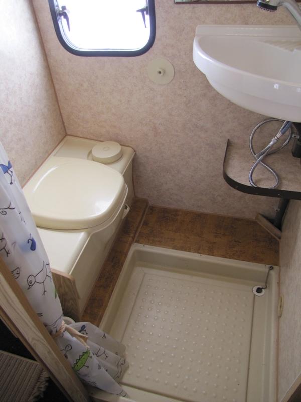 Modifiche Interne Zona Bagno E Personalizzazioni Camper