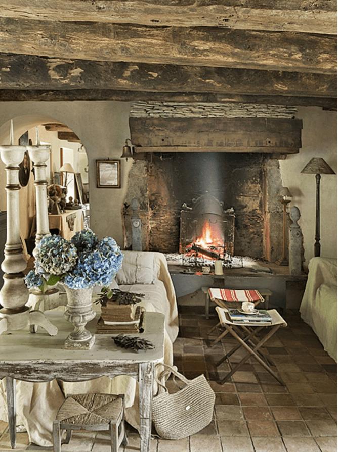 In una casa provenzale l 39 arredamento fa davvero la differenza - Arredare casa stile elegante ...
