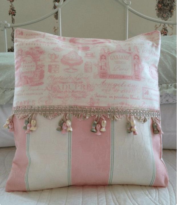 Cuscini provenzali per sedie fantasie e colori tipici for Cuscini per sedie shabby chic