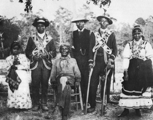 Mississippi-Choctaw-group-wearing-traditional-garb-c.-1908.