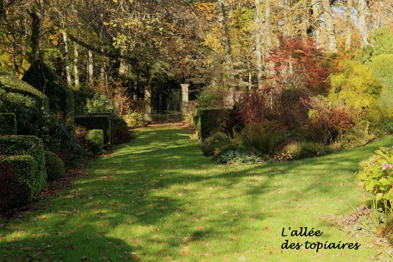 Domaine de la Chaux  Alligny en Morvan 58  Arrosoirs et Scateurs