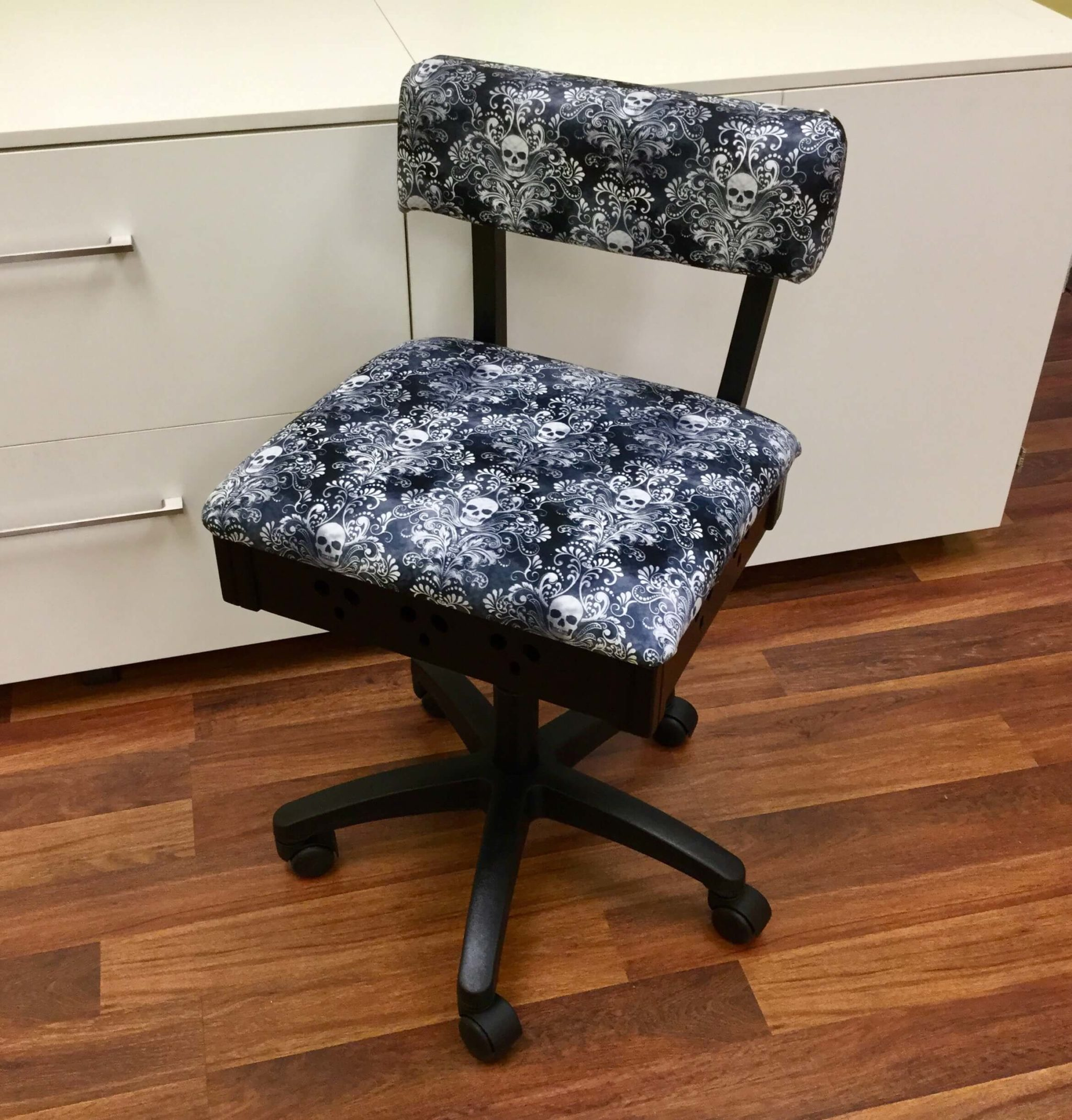 Sewing Chairs Hydraulic Sewing Chair Wicked Cosplay Arrow Sewing