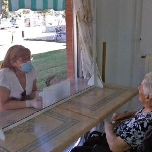 Emotivo encuentro entre Fausti Parra y su madre Adela Torreño. ::CEDIDA