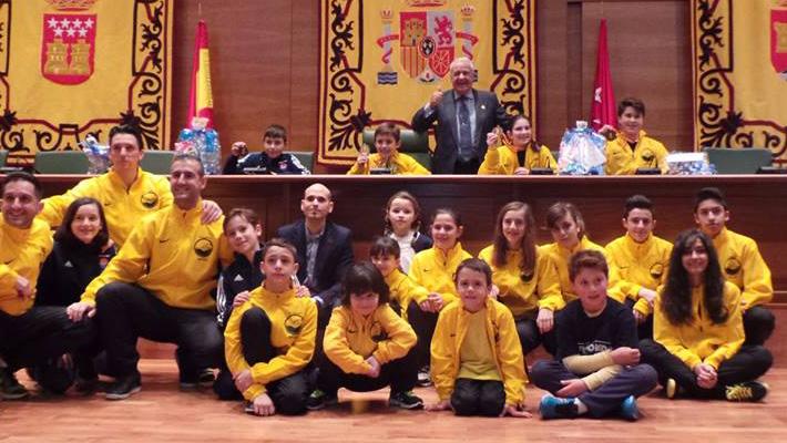 El Ayuntamiento rinde homenaje a los jóvenes medallistas de Taekwondo del campeonato de España