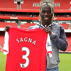 Bacary Sagna has completed his transfer to Arsenal
