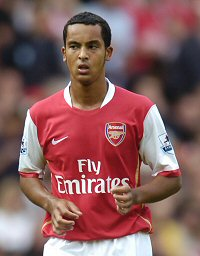Wenger needs a signing to take the pressure of Theo Walcott