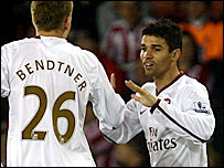 Eduardo celebrates with Bendtner against Sheffield United