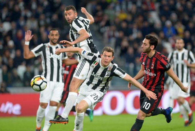 Arsenal are eyeing a move for Stephan Lichtsteiner