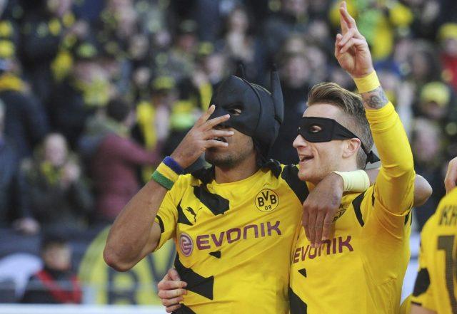 Arsenal Players With Masks Batman Robin