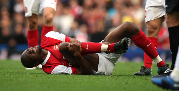 https://i0.wp.com/arsenalspotlight.files.wordpress.com/2012/06/diaby-injured.jpg