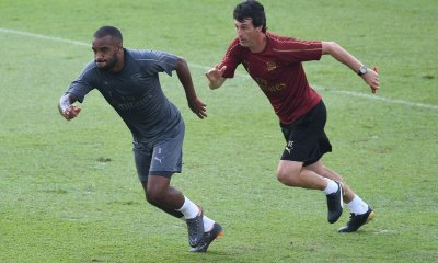 Unai Emery and Alexandre Lacazette in training