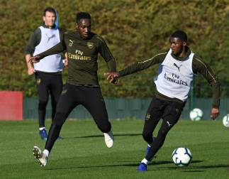 ST ALBANS, ENGLAND - OCTOBER 21: Danny Welbeck and Ainsley Maitland-Niles of Arsenal during the Arsenal Training Session at London Colney on October 21, 2018 in St Albans, England. (Photo by David Price/Arsenal FC via Getty Images) *** Local Caption *** Ainsley Maitland-Niles; Danny Welbeck
