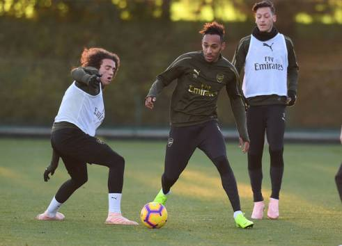 ST ALBANS, ENGLAND - NOVEMBER 02: (L-R) Matteo Guendouzi and Pierre-Emerick Aubameyang of Arsenal during a training session at London Colney on November 2, 2018 in St Albans, England. (Photo by Stuart MacFarlane/Arsenal FC via Getty Images) *** Local Caption *** Matteo Guendouzi;Pierre- Emerick Aubameyang