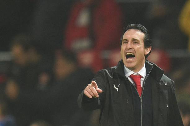 Arsenals-spanish-head-coach-unai-emery-gestures-on-the-touchline-the-picture-id1068884998