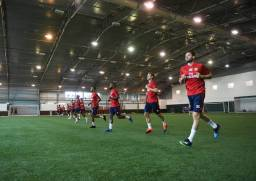 ST ALBANS, ENGLAND - JULY 06: The Arsenal squad do a bleep test before a training session at London Colney on July 06, 2019 in St Albans, England. (Photo by Stuart MacFarlane/Arsenal FC via Getty Images)