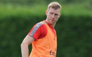 Knee surgery will keep Mertesacker out for five months