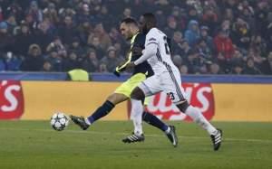 Lucas Perez hits hat-trick in Arsenal win
